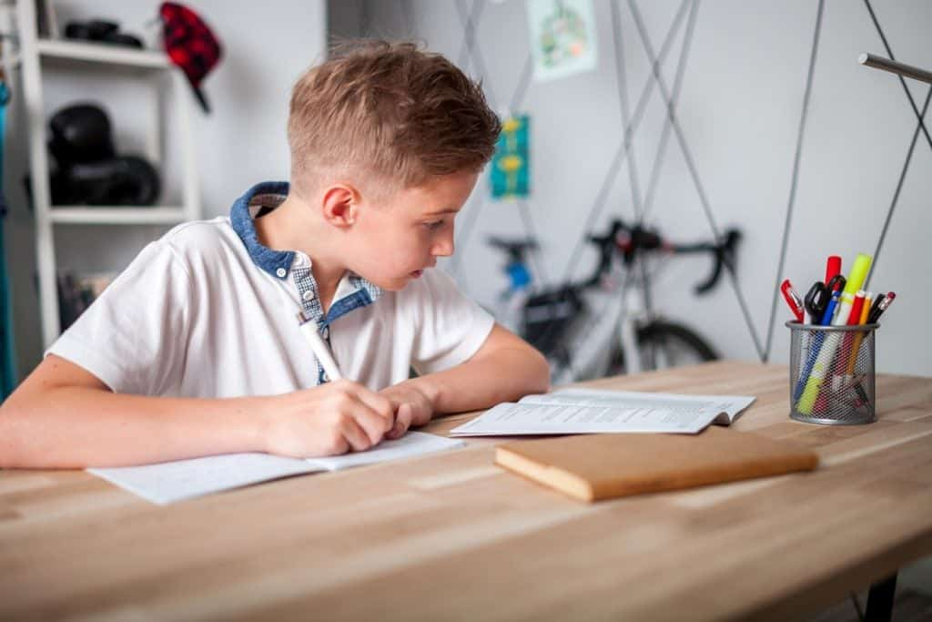 5 Ways to Set Up the Ultimate Workstation for Kids