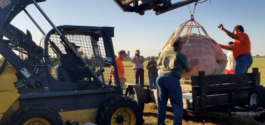 Loading Bob Liggett's Giant Pumpkin