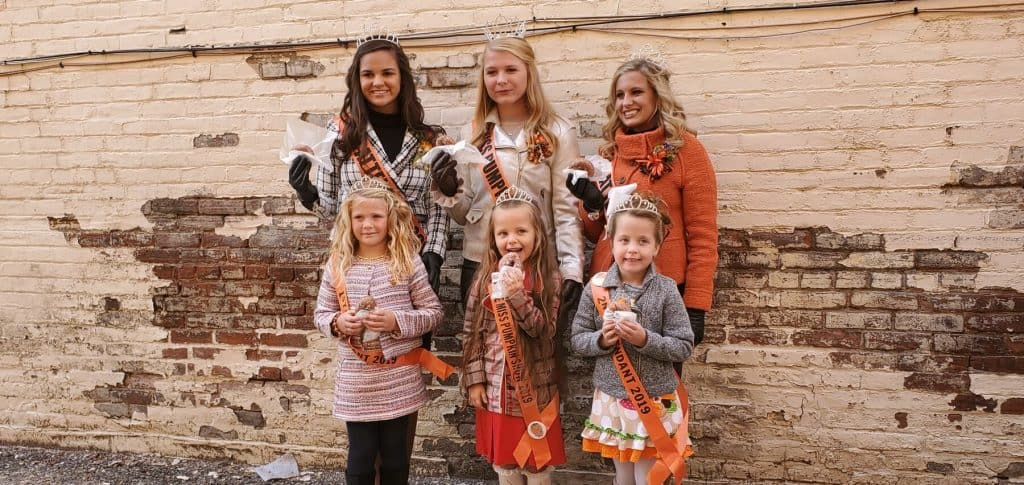Miss Pumpkin Show, Little Miss and their Court trying Lindsey's Donuts