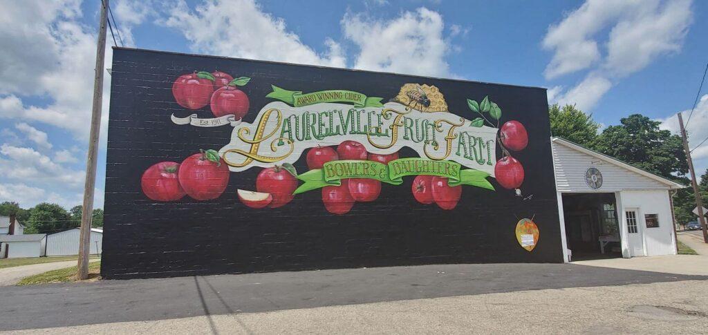 Ross County artist paints mural on farmers market